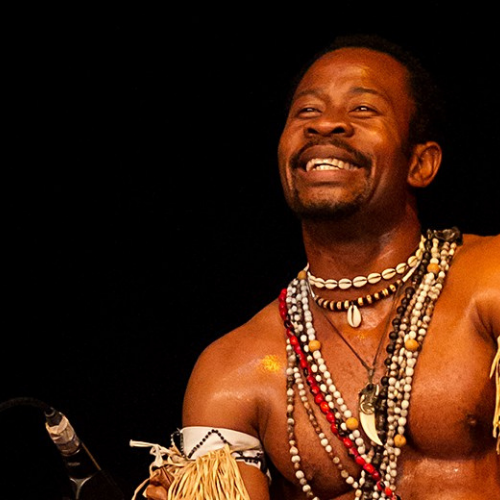 El percusionista de Gorsy Edu - Música y danza africana